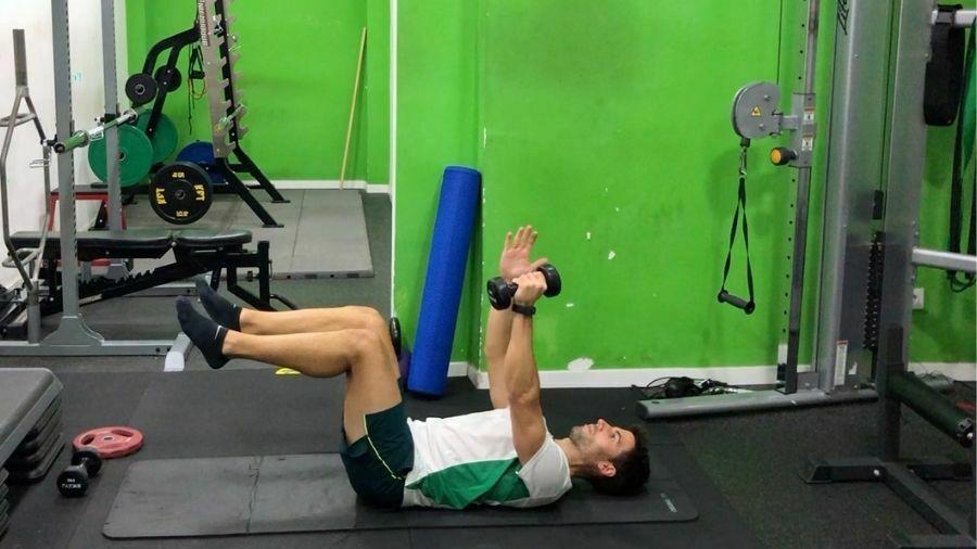 ejercicios para abdominales con mancuernas en casa