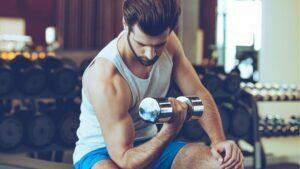 ejercicios para brazos con mancuernas en casa