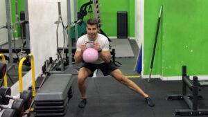ejercicios con pesas rusas para gluteos